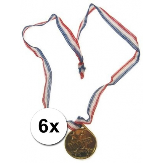 6 goudkleurige medailles