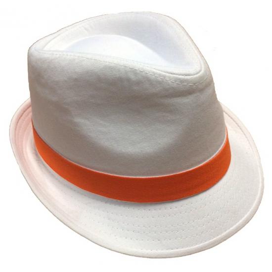 Witte hoeden met oranje bies (bron: Carnavalskostuumwinkel)