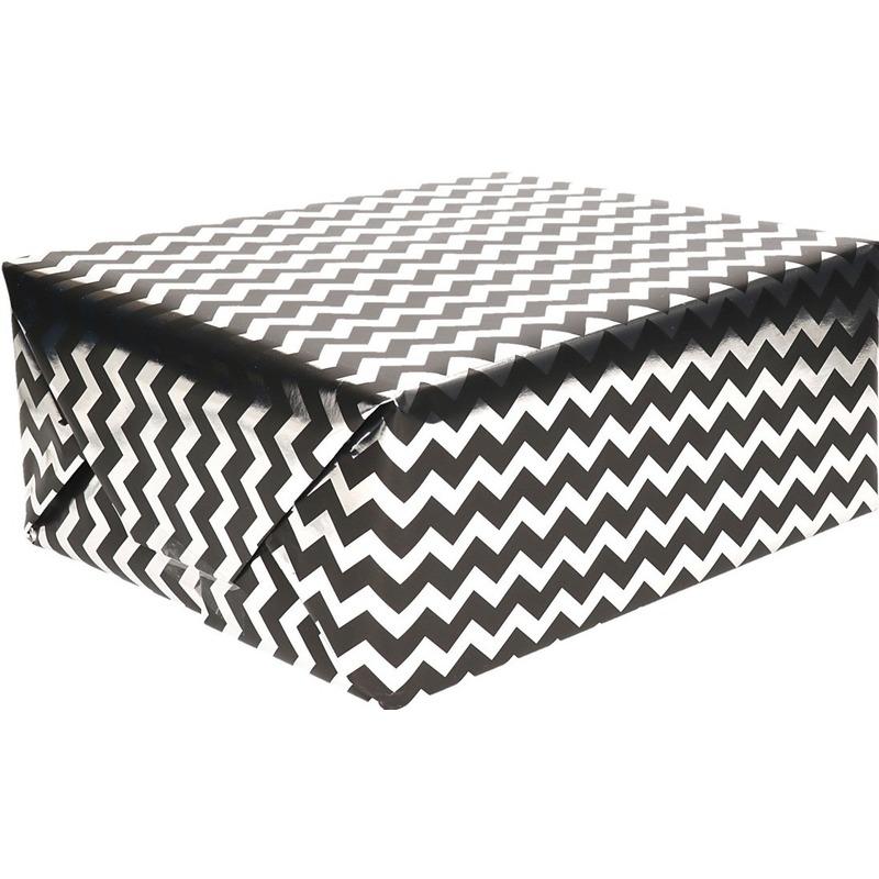 Inpakpapier/cadeaupapier zigzag zwart/zilver 150 x 70 cm op rol