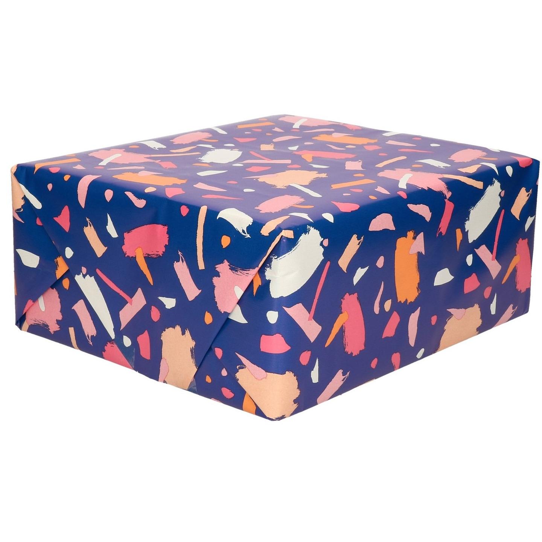 Rollen Inpakpapier/cadeaupapier donkerblauw met roze verfvlekken design 200 x 70 cm op rol